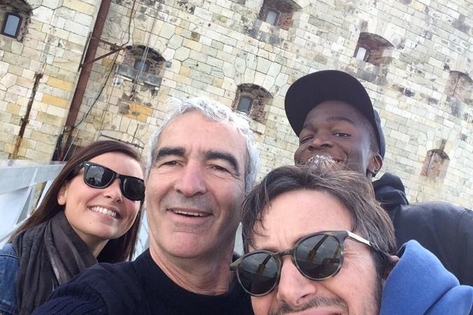 Fort Boyard 2014 : Une partie de l'équipe 7 devant le fort (31/05/2014 - R. Domenech)