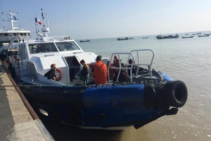 Fort Boyard 2014 : Le bateau qui fait le trajet entre le continent et le fort (02/06/2014 - W. Rovelli)
