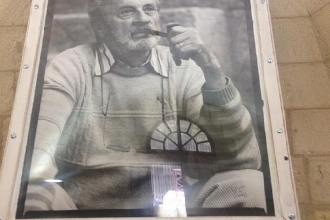 Fort Boyard 2014 : Le portrait de Jacques Antoine est présent dans la cafétéria (03/06/2014 - L. Marsick)
