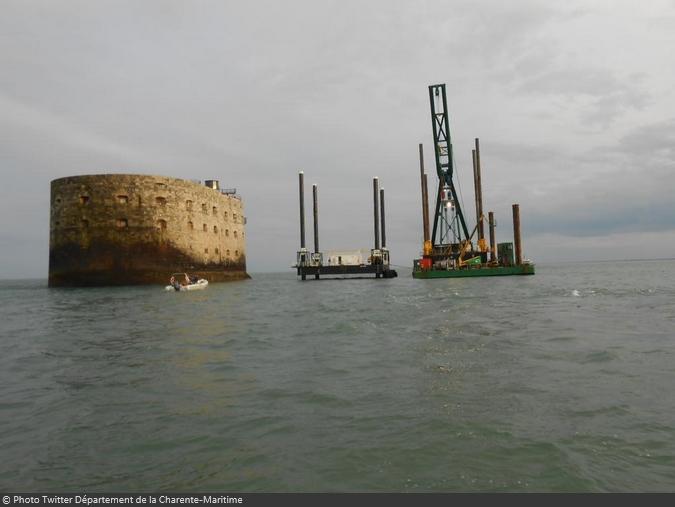Fort Boyard 2015 - Changement de la plate-forme : Mise en place de la nouvelle (18/03/2015)