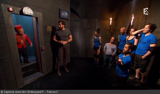 Fort Boyard 2016 : L'équipe passe par un ascenseur capricieux pour aller dans la Salle des aventures