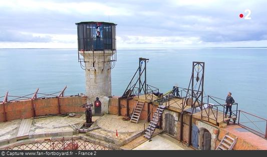 Fort Boyard 2018 : Olivier Minne ouvre l'émission depuis un lieu du fort et avec les personnages