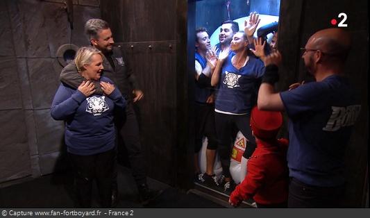 Fort Boyard 2018 : L'équipe passe par un ascenseur surprenant pour aller dans la Salle des aventures