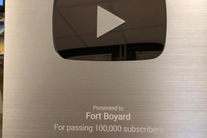 """""""Silver Buttom"""" de Youtube pour la chaîne officielle Fort Boyard (100 000 abonnés)"""
