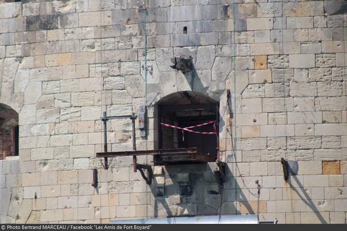 Fort Boyard 2019 - Travaux en cours sur la balcon de la cellule 119 (13/04/2019)