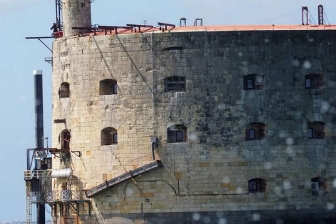 Fort Boyard 2019 - De nouveaux supports de chaque côté de la terrasse (16/04/2019)