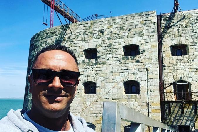 Fort Boyard 2019 - Cyril André devant le fort et la nouvelle aventure avec une balançoire aérienne (06/05/2019)