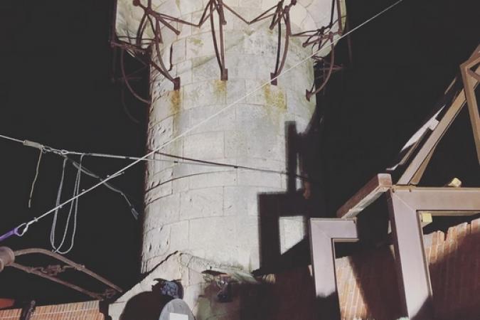 Fort Boyard 2019 - La vigie de nuit, avec des lumières et une clepsydre bleue (09/05/2019)