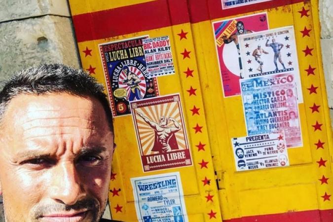 Fort Boyard 2019 - Cyril ANDRe, alias Mister Boo, devant la porte de la douche de la Lutte (17/05/2019)
