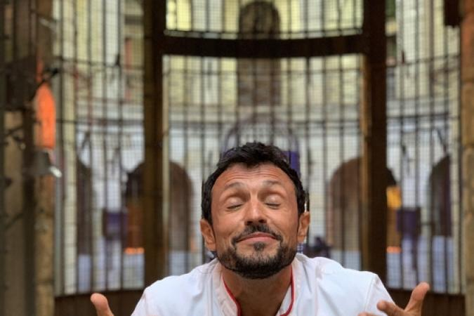 Fort Boyard 2019 - Le Chef Willy devant le chaudron (20/05/2019)