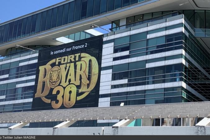 Fort Boyard 2019 - La 30e saison de Fort Boyard s'affiche sur la façade de France Télévisions à Paris