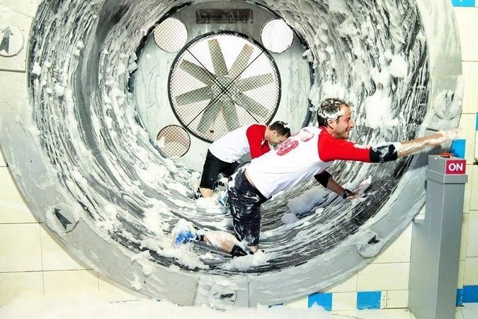 Fort Boyard 2019 - Les journalistes testent la nouvelle laverie automatique (après les tournages)