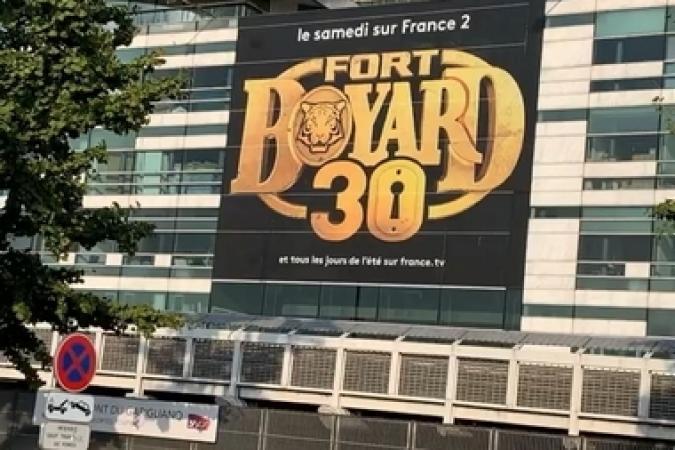 Fort Boyard 2019 - La façade de France Télévisions aux couleurs de la 30e saison (après les tournages)