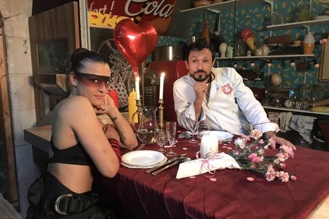 Fort Boyard 2019 - lady Boo et Chef Willy lors d'une saynète de 2e partie de soirée (après les tournages)