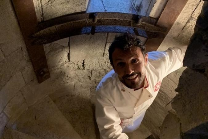 Fort Boyard 2019 - Chef Willy dans l'escalier de la vigie (après les tournages)