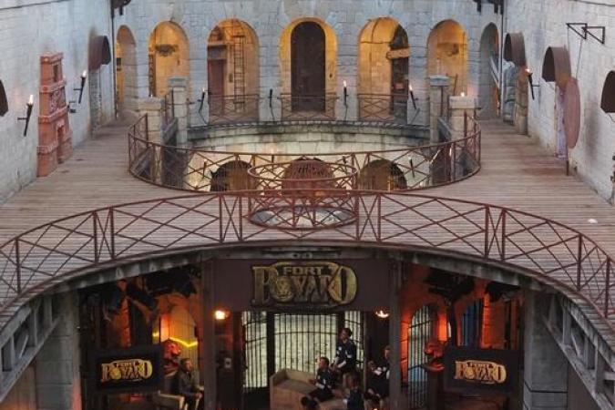 Fort Boyard 2020 - La cour intérieure en soirée