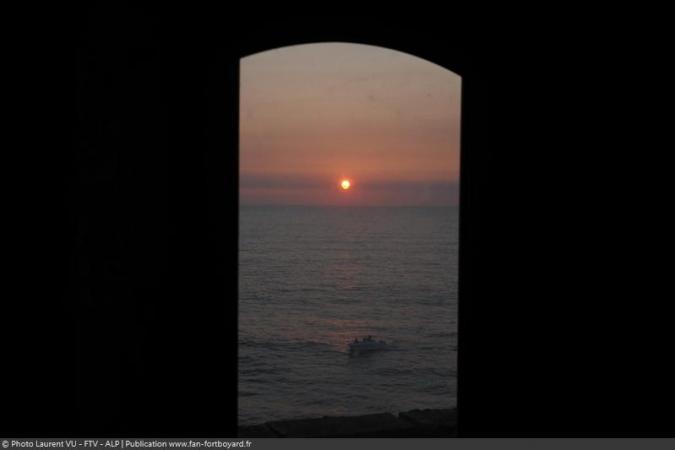 Fort Boyard 2020 - Vue du coucher de soleil depuis une cellule