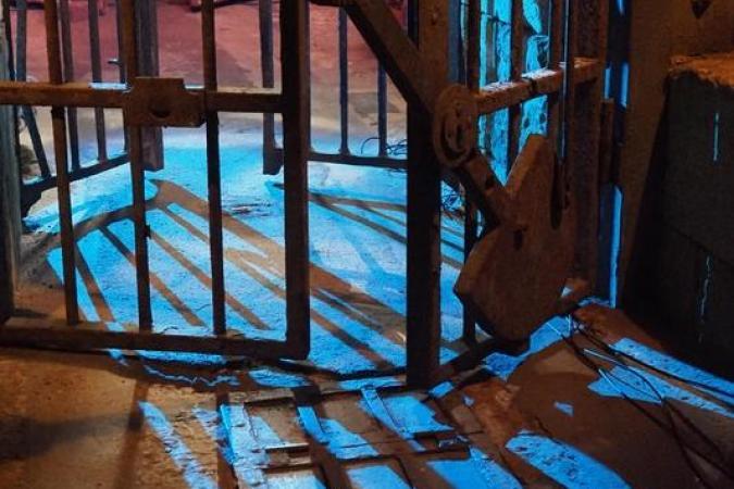 Fort Boyard 2020 - Ombres nocturnes dans la cellule 019