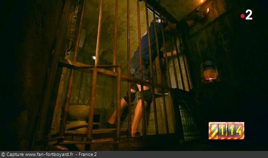 Fort Boyard 2020 : La Grande Evasion débute depuis la prison, il faut tourner le chandelier pour ouvrir la grille de sortie
