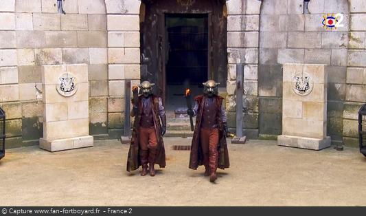 Fort Boyard 2020 : Deux Maîtres du temps arrivent pour convoquer les candidats deux par deux au Conseil