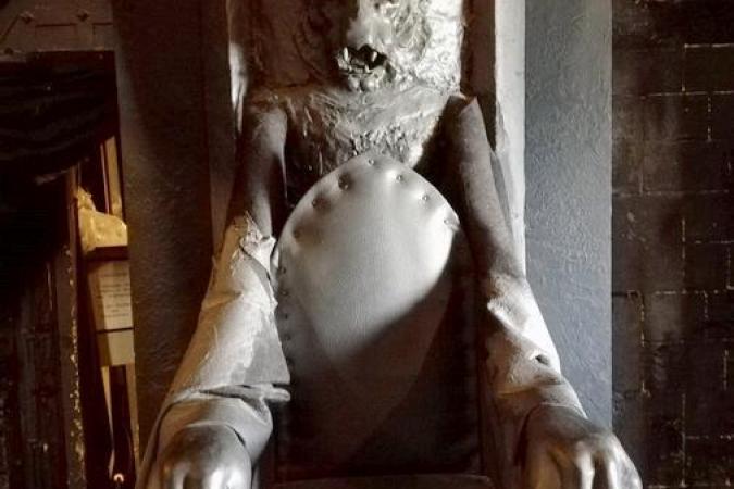 Fort Boyard 2020 - Le trône du Père Fouras dans la Salle du Conseil (19/05/2020)