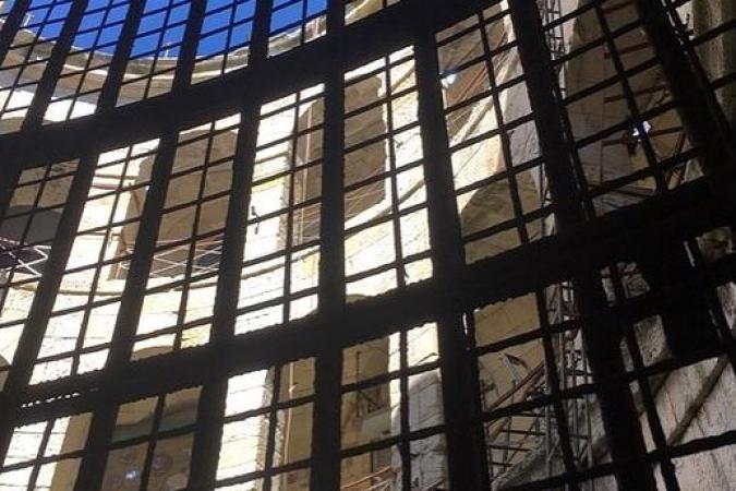 Fort Boyard 2020 - Les portes Garage et Museum sont toujours là. Les supports des flambeaux sont de retour (25/05/2020)