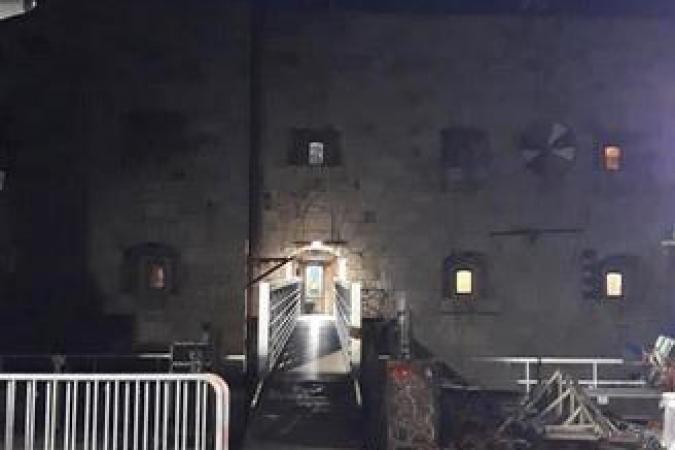 Fort Boyard 2020 - Le départ des dernières membres de la production se fait à la nuit tombée (25/05/2020)