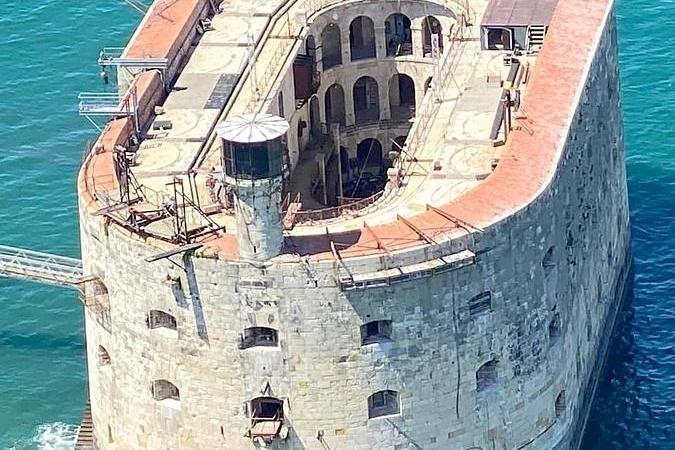 Fort Boyard 2020 - Vue aérienne du fort pendant la période d'installation (01/06/2020)