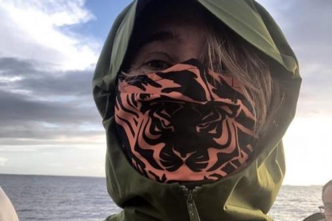 Fort Boyard 2020 - Alexia Laroche-Joubert en visite sur le fort avec un masque boyardesque (11/06/2020)