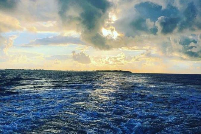 Fort Boyard 2020 - Fin de jour avec un soleil couchant entre les nuages (17/06/2020)