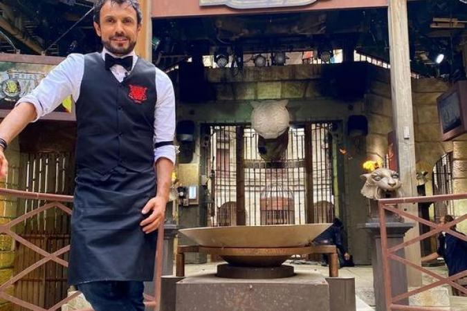 Fort Boyard 2020 - Le chef Willy en tenue de barman (11/07/2020)