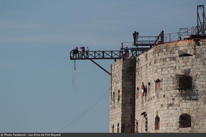 Fort Boyard 2020 - Tournage du Saut de l'ange avec Maria Bodin, vue depuis un bateau (24/06/2020)
