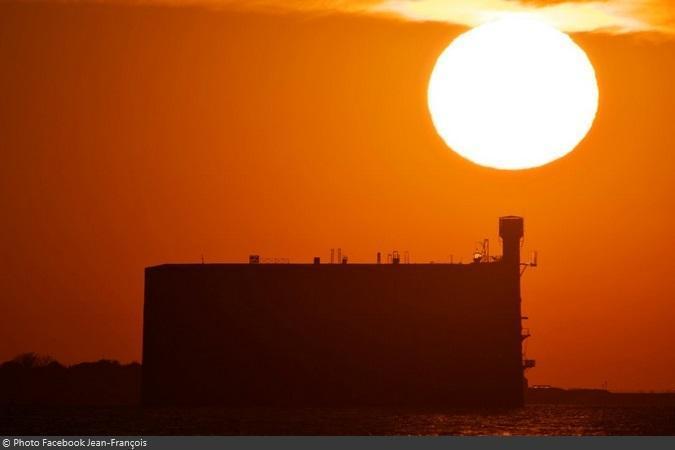 Fort Boyard 2021 - Détails des nouveaux aménagements de la terrasse au lever de soleil (25/04/2021)