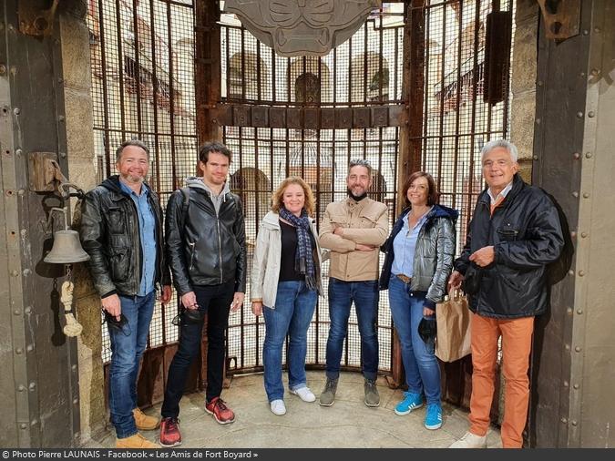 Fort Boyard 2021 - Le créateur du jeu Pierre Launais (à droite) et sa famille en visite sur le fort (11/05/2021)