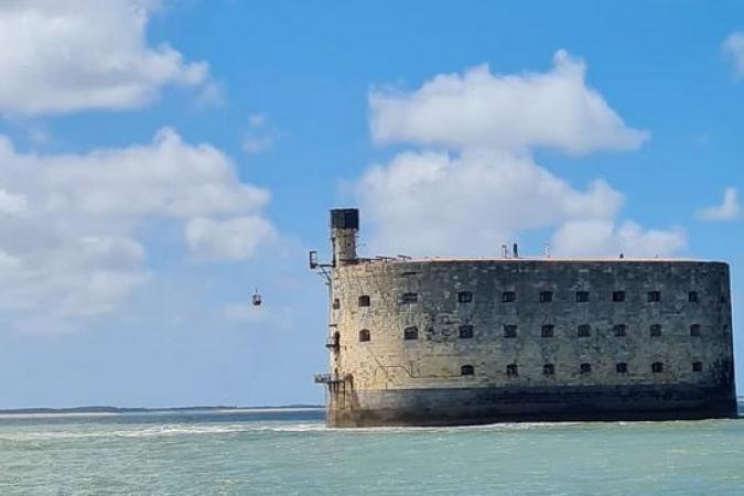 Fort Boyard 2021 - Le nouveau téléphérique survole l'océan (13/05/2021)