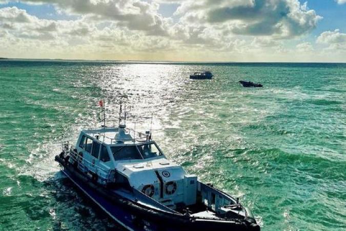 Fort Boyard 2021 - Le bateau Sea Surfer ramène les équipes de tournages (13/05/2021)