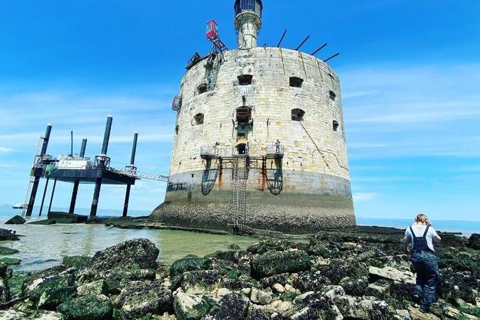 Fort Boyard 2021 - Avec la marée basse, la base du fort est découverte(28/05/2021)