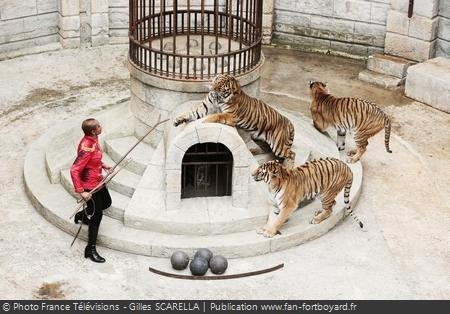 Monique ANGEON (Félindra) et ses tigres dans la Salle du Trésor