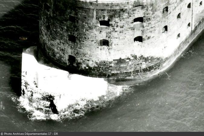 Le brise-lames de Fort Boyard à l'abandon vers 1950-1960