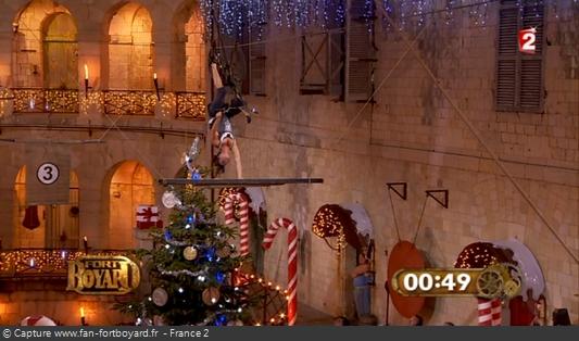 Fort Boyard - Cablocypède avec l'obstacle surprise du sapin de Noël (Nouvel An 2012)