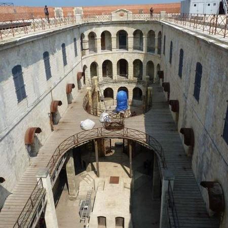 Coulisses des tournages de Fort Boyard - Le démontage des décors extérieurs est en cours (2014)