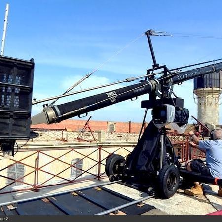 Coulisses des tournages de Fort Boyard - La caméra sur grue et son travelling, réalise des vues aériennes depuis 1991 (2018)