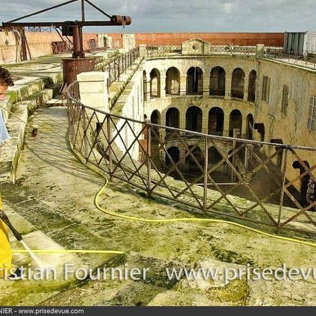 Coulisses des tournages de Fort Boyard - La Terrasse avant le nettoyage (2001)