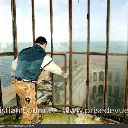Coulisses des tournages de Fort Boyard - La Vigie avant le nettoyage (2001)