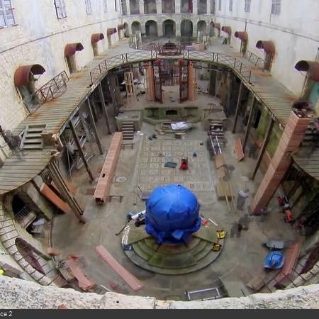 Coulisses des tournages de Fort Boyard - La cour intérieure devient un grand chantier (2014)