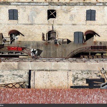 Coulisses des tournages de Fort Boyard - La cour intérieure devient un grand chantier (2016)
