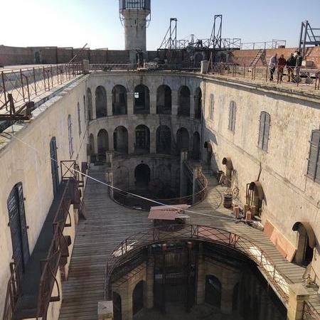 Coulisses des tournages de Fort Boyard - La cour intérieure devient un grand chantier (2019)
