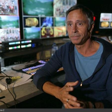 Coulisses des tournages de Fort Boyard - Le réalisateur Francis Côté devant la régie vidéo, en HD (2018)