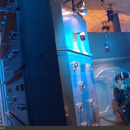 Coulisses des tournages de Fort Boyard - Des réglages sont faits dans les décors des cellules, ici la Banque (2018)