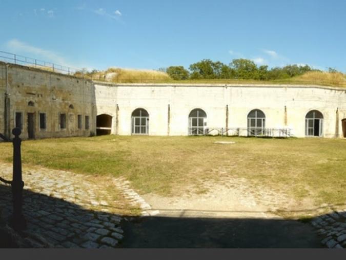 Vue générale de la cour intérieure du Fort Liédot